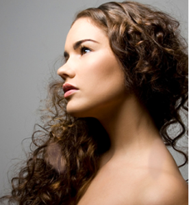 cabelos encaracolados
