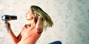 Como cuidar de cabelos com luzes secador